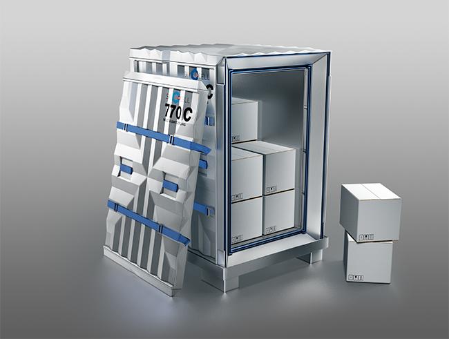 770C_Tür-angelehnt-Kisten