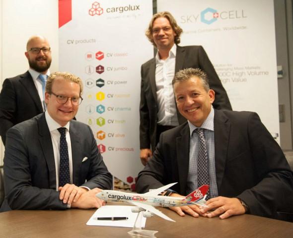 SkyCell_Cargolux_signing_k1